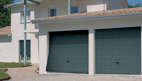 Porte basculante porte isol e porte motorisable portillon for Alarme porte de garage basculante